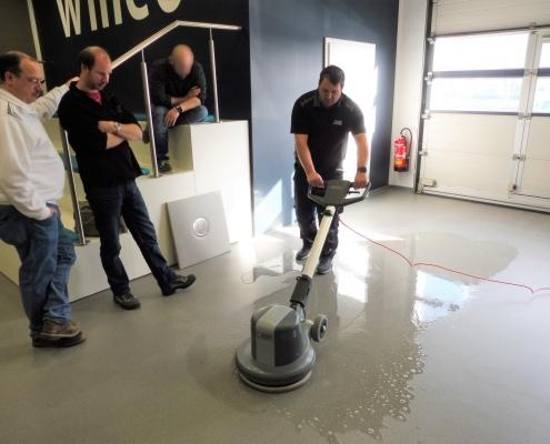 Vorführung zur professionellen Bodenbelags-Reinigung