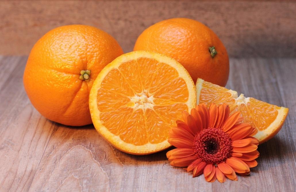 Auch Orangen enthalten den Farbstoff Karotin