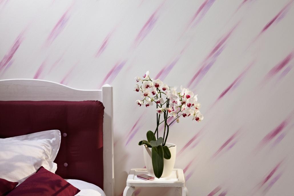 Pink-Lila Farbstriche durch Wischtechnik - Quelle Brillux