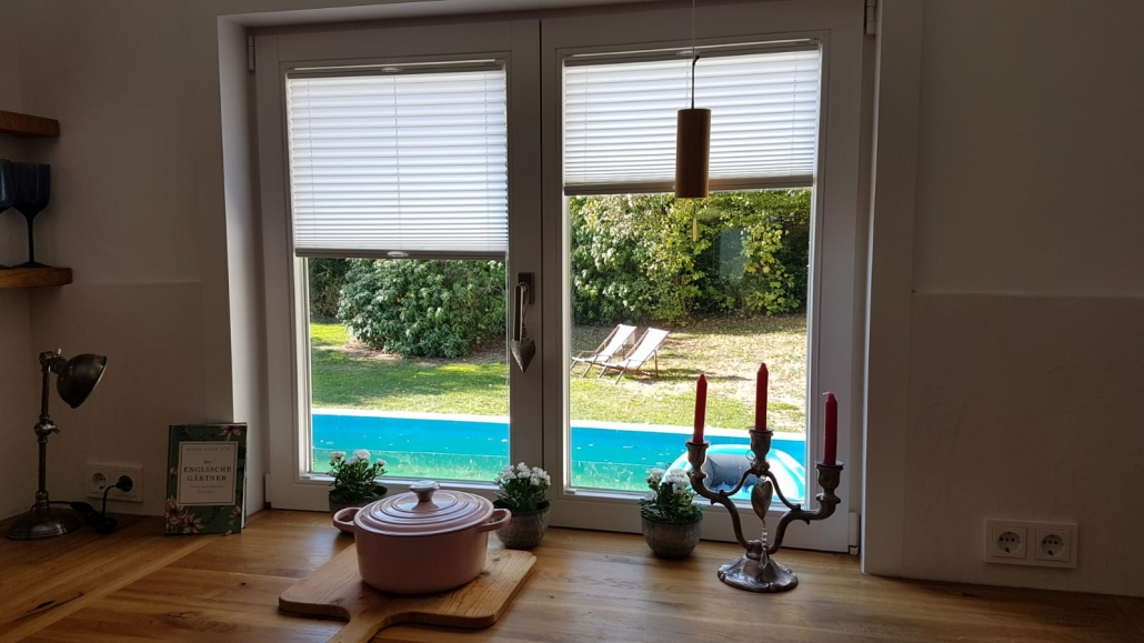 Küchenfenster mit Plissees