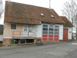 Betriebsgebäude außen - zu Beginn der Renovierung