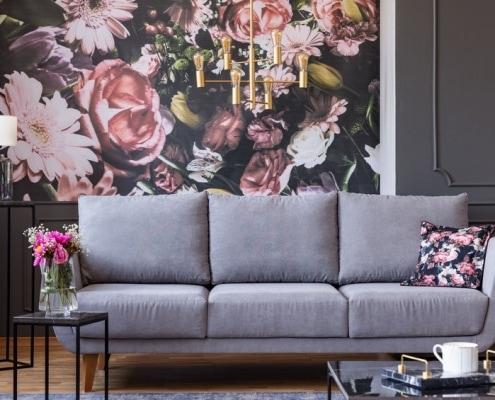 Wand mit Blumen-Fototapete und Wand mit Seidenglanzlack
